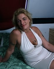 Horny mature slut getting nasty on her own bed