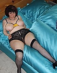 Big titted mature nympho getting naughty on her bed