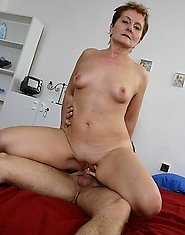 Mature slut fucking with the paperboy