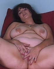Chunky mature nympho posing just for you