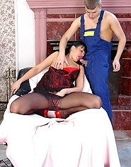 Slutty mature chick in black pantyhose seducing worker aching for wild fuck